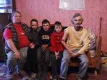 Ajută o familie săracă cu 13 copii să aibă o sobă şi lemne de foc pentru iarnă