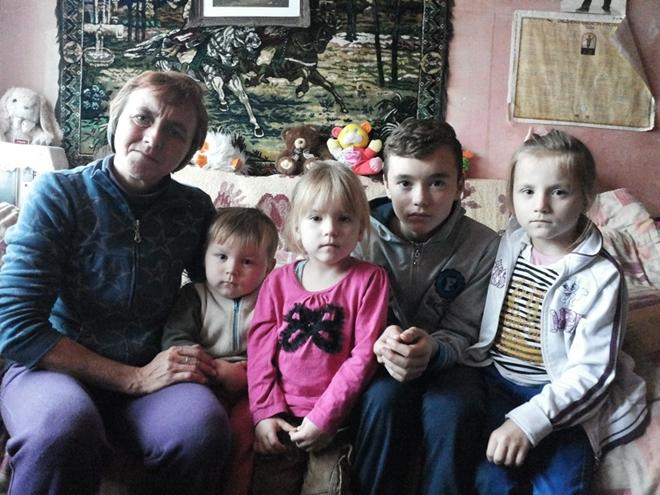 Ajută o mamă cu patru copii să aibă lemne pentru foc