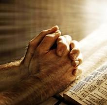 Tragedia din Paris îi îndeamnă pe parizienii să deschidă Evanghelia