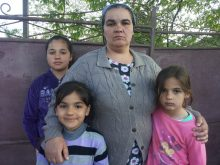 Situaţia disperată a patru fetiţe părăsite de tatăl lor